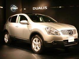 日産 デュアリスとはどんな車?魅力や燃費、維持費について