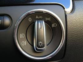 ヘッドライトの操作手順が車によってバラバラ...なぜ統一されないの?