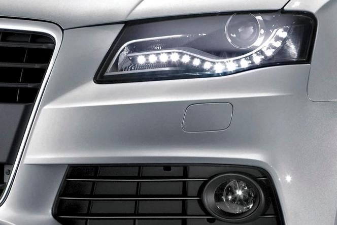 アウディ A4 ヘッドライト ホワイト