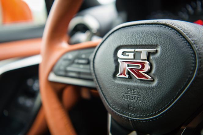 アヘッド 日産・GT-R 2017年モデル