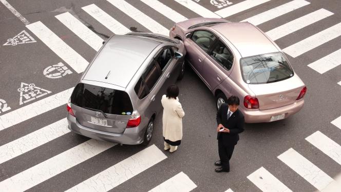 右折 衝突事故