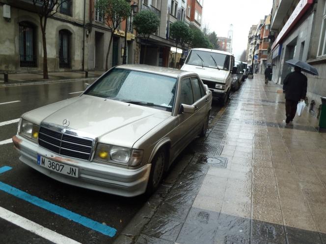 Mercedes-Benz W124 250E(camera:Nacho)