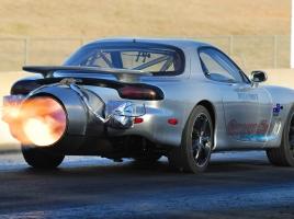ジェットエンジンを搭載したRX-7が凄い!けど、実際にジェットエンジンを搭載すると速くなるのか?
