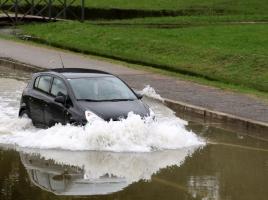水たまりや道路の欠陥で大事故に?!欠陥を見つけた際の対処法
