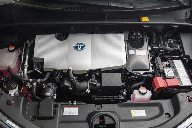 トヨタ プリウス 2016 補機バッテリー