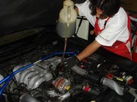 なぜ車のエンジンオイル交換後に「走り」が変わることがあるのか?