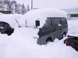 サイドブレーキが凍る!?寒冷地で駐車する時は何に注意をすればいいのか?