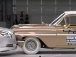 【動画】50年前の車と現在の車が衝突!果たしてどうなる?