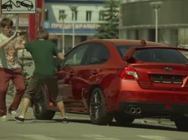 【動画】リモコン一つで車体の色が変わる!特別仕様のスバルWRXでドッキリした結果