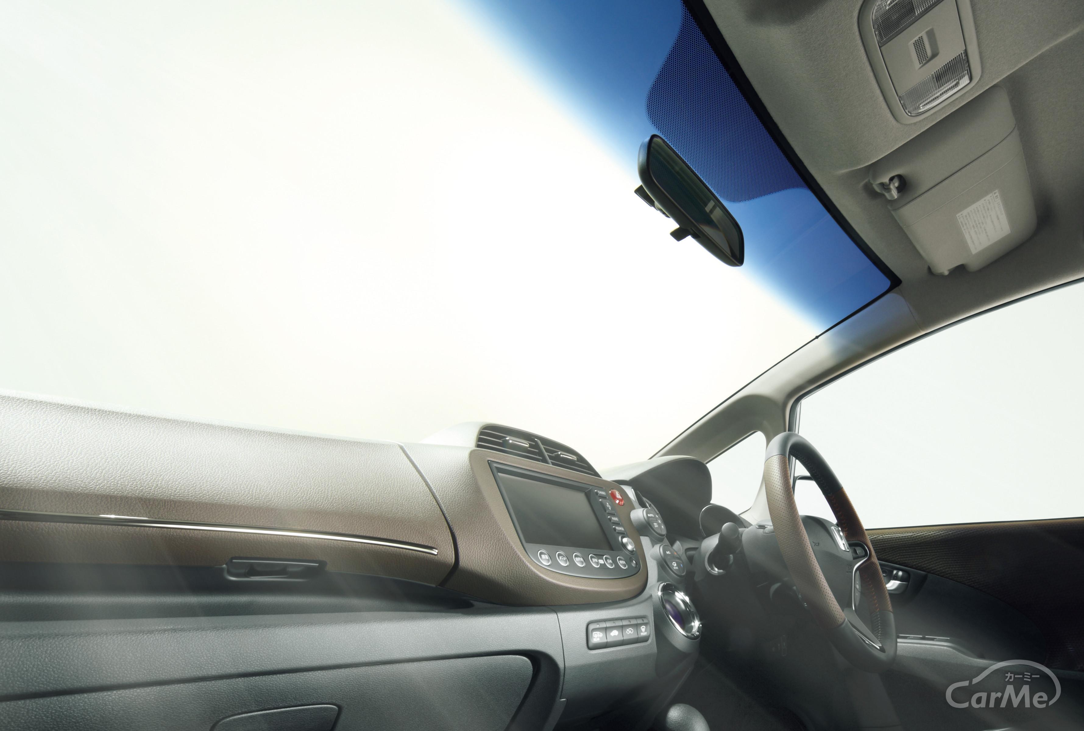 車のフロントガラス内側汚れを綺麗さっぱりする方法伝授!!