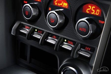 スバル 初代BRZ(DBA-ZC6/4BA-ZC6型)は2020年に製造・販売を終了したFR(後輪駆動)のスポーツカーです。スバ...