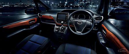 日本一の台数が売れているミニバンは、基本ボディ共用しているトヨタ ノア・ヴォクシー・エスクァイアの3兄...