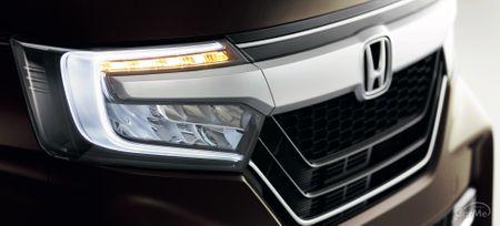 ホンダを代表する軽自動車の1つ、ホンダ N-BOXに専用エアロパーツなどをまとったモデルがホンダ 2代目N-BOX...