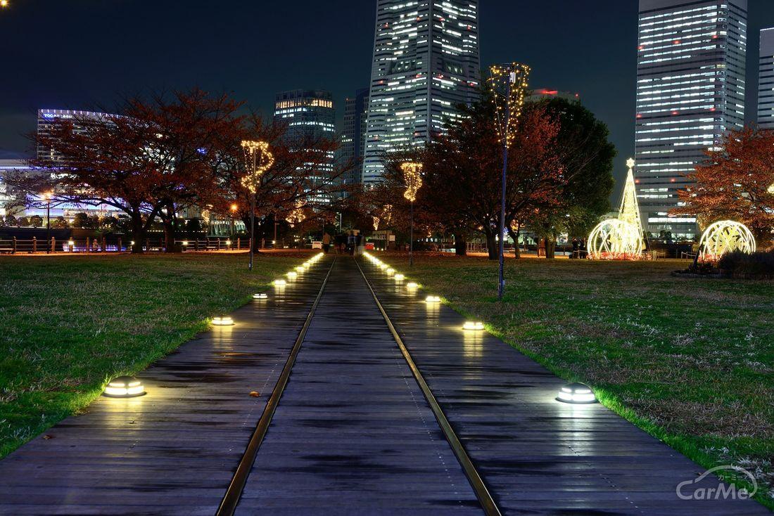 8e4408307ac 横浜の夜景はいつ見ても綺麗でロマンティックです。その中でも「汽車道」は、みなとみらいを代表するデートスポットの一つと言われています。