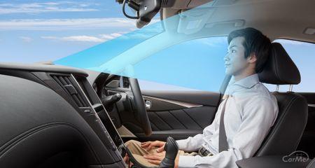 高速道路の同一車線内で、手を離した(ハンズオフ)走行が可能になっています。