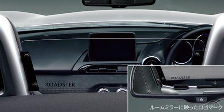 ロングセラーのオープンカー、マツダ ロードスターにはオープンモデルならではの純正アクセサリーがライン...