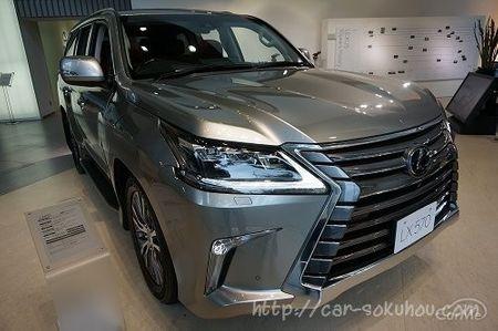 トヨタのランクル200(ランドクルーザー200)をベースにした高級SUVレクサスLX570が、日本でも遂に発売されま...
