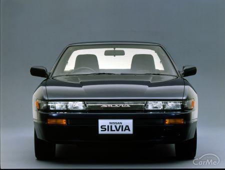 バブル真っ只中の1988年、デートカーブームを起こすきっかけになった日産のシルビアS13型が誕生します。約1...