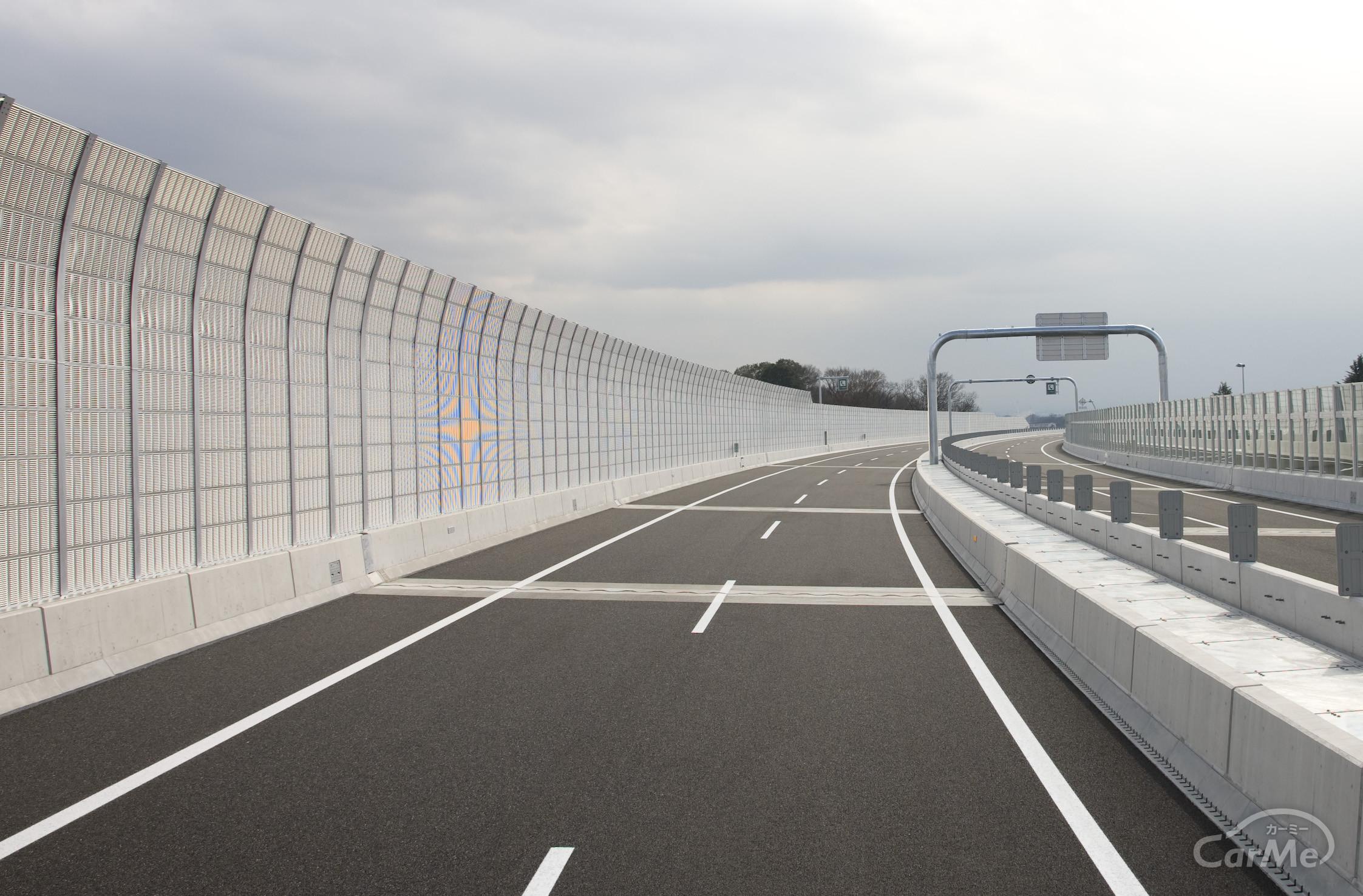 高速道路を走行中、「ゴツン、ゴツン」と振動するのはなぜ?